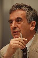 27 JUL 1999 - BERLIN, GERMANY:<br /> Michael Naumann, Staatsminister im Bundeskanzleramt, mit Zigarette, während einer Pressekonferenz, Bundespresseamt<br /> Michael Naumann, Minister of Staate of the Department of the Federal Chancellor, during a press conference<br /> IMAGE: 19990727-01/01-13