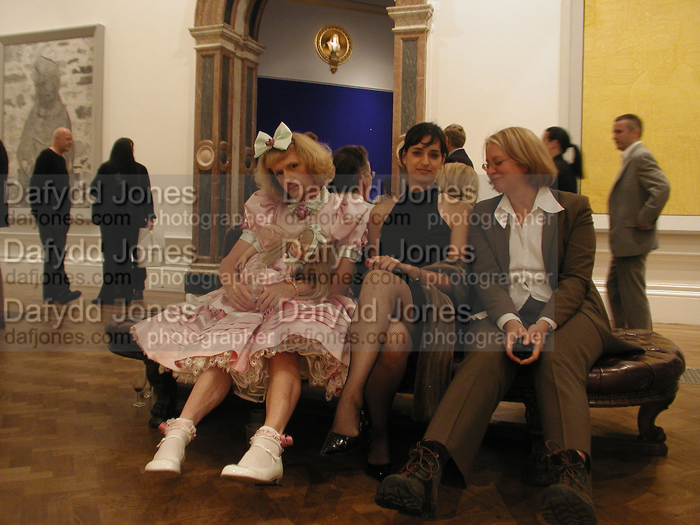 Grace Perry, Jane Bhoyroo and Phillipa Perry. The Galleries Show, Royal Academy of Arts. 12 September 2002. © Copyright Photograph by Dafydd Jones 66 Stockwell Park Rd. London SW9 0DA Tel 020 7733 0108 www.dafjones.com