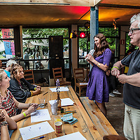 Nederland, Amsterdam, 3 september 2016.<br /> Illustrator, tekenaar Paul van der Steen tijdens een teken workshop in Tolhuistuin.<br /> <br /> Illustrator and cartoonist Paul van der Steen during a drawing workshop in Tolhuistuin.<br /> <br /> Foto: Jean-Pierre Jans