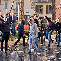 Hooligan olandesi, scontri  con la polizia in Piazza di Spagna