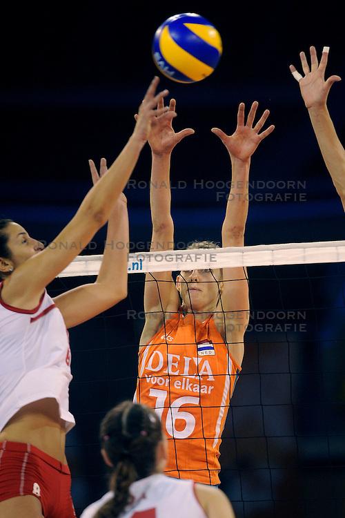 20-09-2009 VOLLEYBAL: DELA TROPHY NEDERLAND - TURKIJE: EINDHOVEN<br /> Nederland ook de tweede wedstrijd van Turkije maar ditmaal iets moeizamer 3 -2 / Debby Stam<br /> &copy;2009-WWW.FOTOHOOGENDOORN.NL