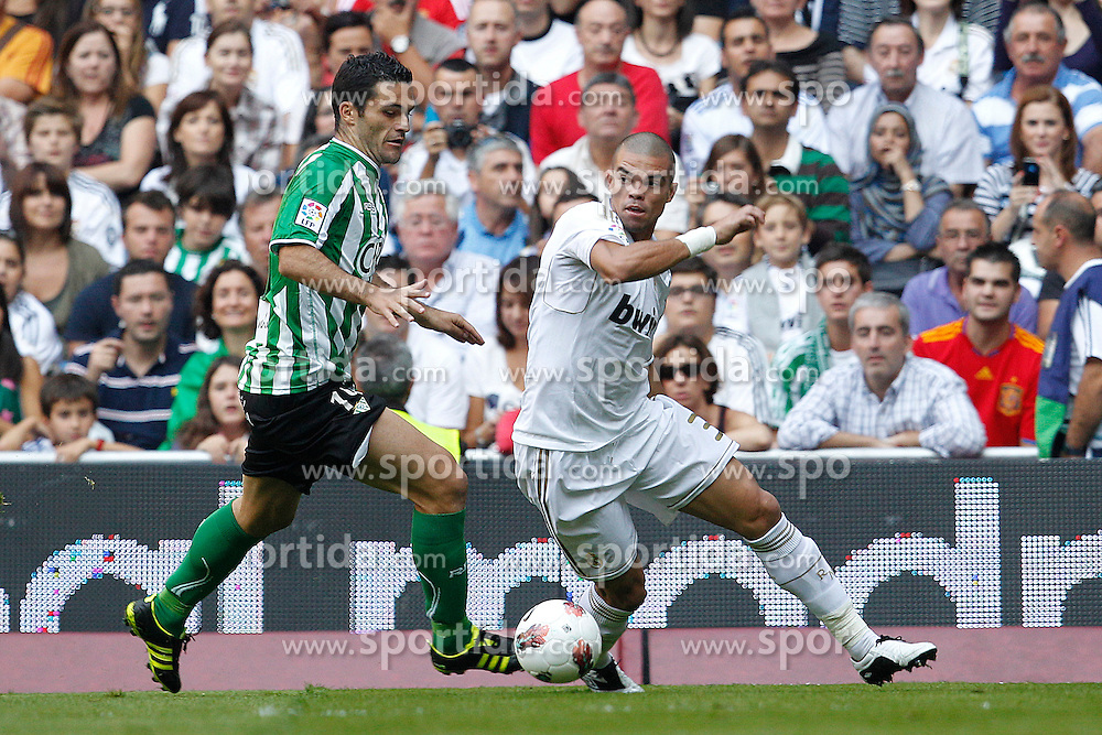 15.10.2011, Estadio Santiago Bernabeu, Madrid, ESP, Primera Division, Real Madrid vs Real Betis, im Bild Real Madrid's Pepe and Betis' Salvador Sevilla// during Primera Division football match between Real Madrid and Real Betis at Santiago Bernabeu Stadium, Madrid, Spain on 15/10/2011. EXPA Pictures © 2011, PhotoCredit: EXPA/ Alterphoto/ Cesar Cebolla +++++ ATTENTION - OUT OF SPAIN/(ESP) +++++