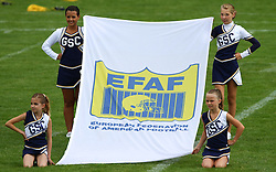 27.07.2010, Wetzlar Stadion, Wetzlar, GER, Football EM 2010, Team France vs Team Great Britain, im Bild Cheerleader mit Fahne der EFAF,  EXPA Pictures © 2010, PhotoCredit: EXPA/ T. Haumer
