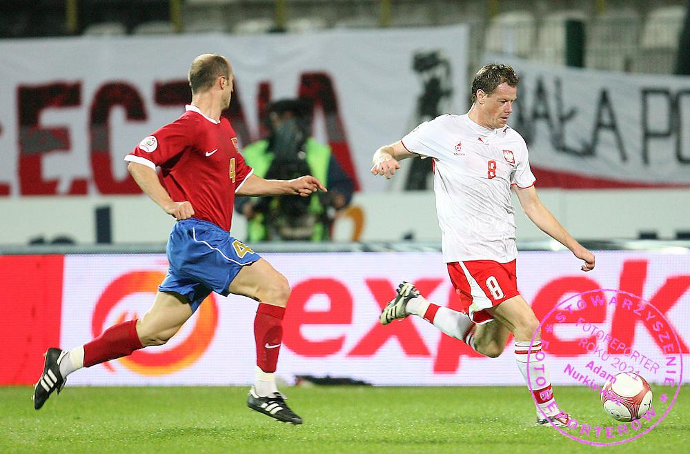 WARSZAWA  06/09/2006..POLAND _  ..Euro 2008 Group A qualifier ...ELIMINACJE MISTRZOSTW EUROPY..JACEK KRZYNOWEK /R/ OF POLAND AND IGOR DULJAJ  OF SERBIA..FOT. PIOTR HAWALEJ / WROFOTO