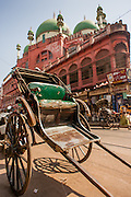 Rickshaw in front of Nakhoda Mosque in Kolkata (India)