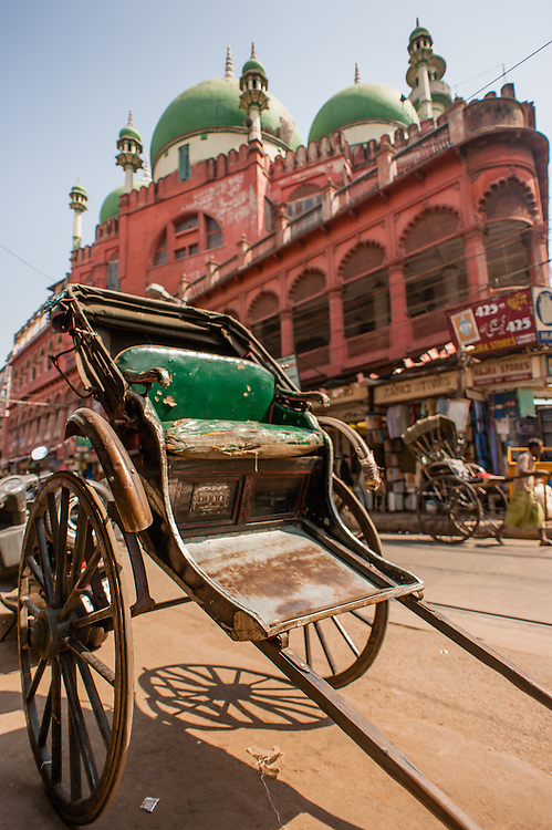 Rickshaw in front of Nakhoda Mosque in Kolkata (India)