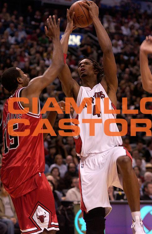 DESCRIZIONE : Toronto Campionato NBA 2008-2009 Toronto Raptors Chicago Bulls<br /> GIOCATORE : Chris Bosh<br /> SQUADRA : Toronto Raptors Chicago Bulls<br /> EVENTO : Campionato NBA 2008-2009 <br /> GARA : Toronto Raptors Chicago Bulls<br /> DATA : 29/03/2009<br /> CATEGORIA : tiro<br /> SPORT : Pallacanestro <br /> AUTORE : Agenzia Ciamillo-Castoria/V.Keslassy<br /> Galleria : NBA 2008-2009<br /> Fotonotizia : Toronto Campionato NBA 2008-2009 Toronto Raptors Chicago Bulls<br /> Predefinita :