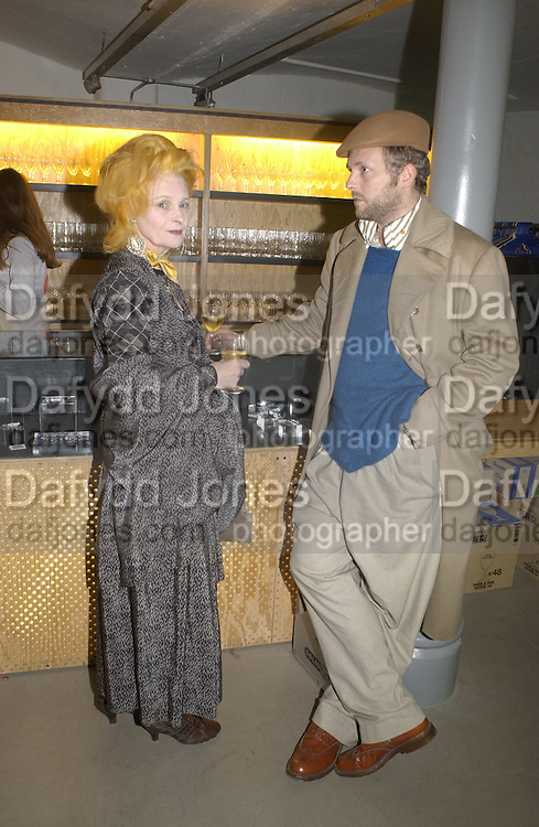 Vivienne Westwood and Joe Corre. This is Another Place. Tracey Emin opening. Modern Art. Oxford, 9 November 2002. © Copyright Photograph by Dafydd Jones 66 Stockwell Park Rd. London SW9 0DA Tel 020 7733 0108 www.dafjones.com