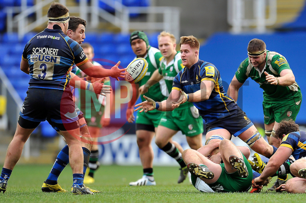 GJ van Velze of Worcester Warriors passes the ball - Mandatory byline: Patrick Khachfe/JMP - 07966 386802 - 07/02/2016 - RUGBY UNION - Madejski Stadium - Reading, England - London Irish v Worcester Warriors - Aviva Premiership.