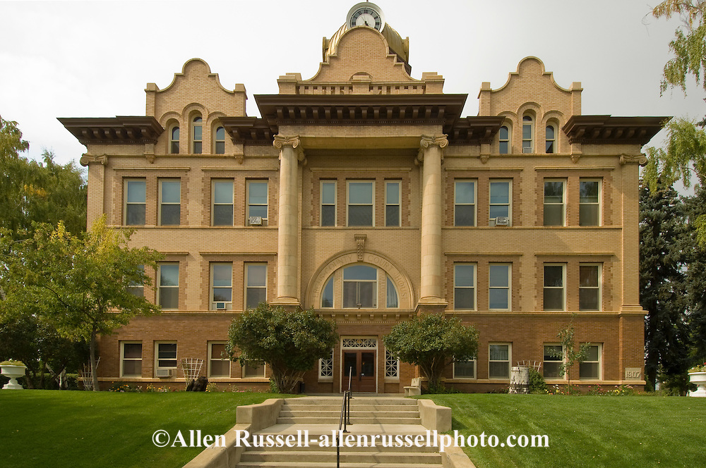 Lewistown Montana, City Hall and Fergus County Court House