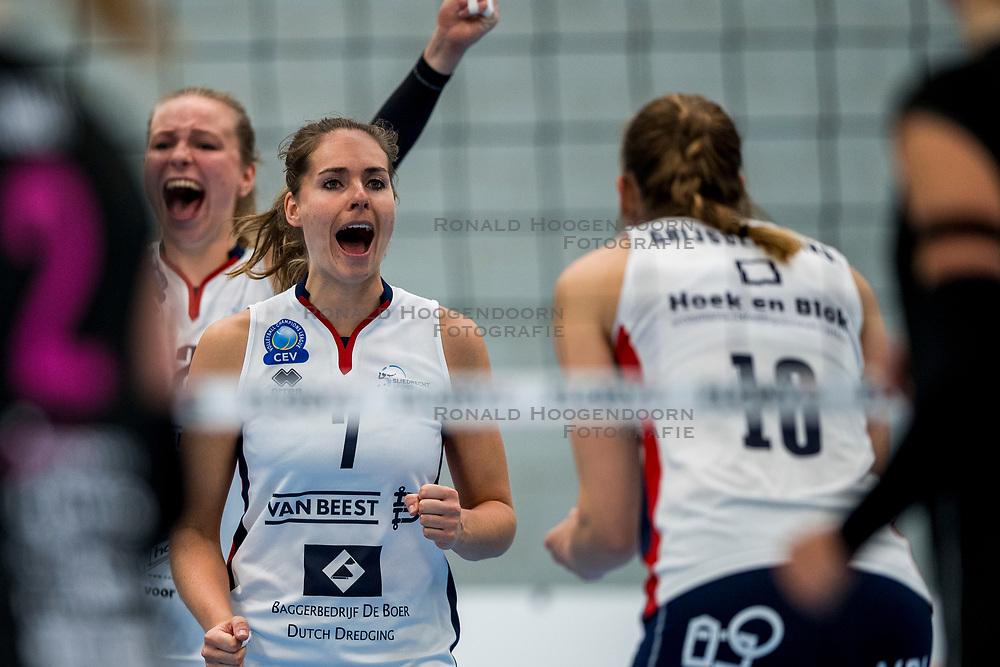 29-09-2018 NED: Supercup Sliedrecht Sport - Eurosped, Sliedrecht<br /> Sliedrecht takes the first price of the new season / Esther van Berkel #7 of Sliedrecht Sport