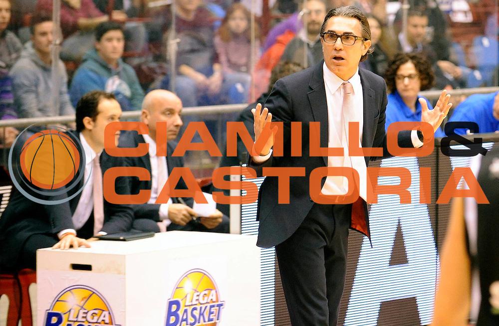 DESCRIZIONE : Milano' Lega A 2012-13 EA7 Olimpia Armani Milano Saie3 Bologna<br /> GIOCATORE : Coach Sergio Scariolo<br /> SQUADRA : EA7 Olimpia Armani Milano <br /> EVENTO : Campionato Lega A 2012-2013<br /> GARA :  EA7 Olimpia Armani Milano Saie3 Bologna<br /> DATA : 27/01/2013<br /> CATEGORIA : Coach Fair Play<br /> SPORT : Pallacanestro<br /> AUTORE : Agenzia Ciamillo-Castoria/A.Giberti<br /> Galleria : Lega Basket A 2012-2013<br /> Fotonotizia : EA7 Olimpia Armani Milano <br /> Predefinita :