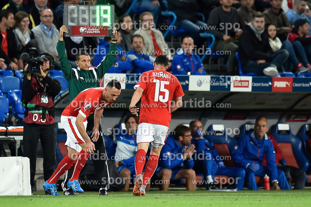 05.09.2015, St. Jakob Park, Basel, SUI, UEFA Euro 2016 Qualifikation, Schweiz vs Slowenien, Gruppe E, im Bild Einwechslung Josip Drmic (SUI) fuer Blerim Dzemaili (SUI) // during the UEFA EURO 2016 qualifier group E match between Switzerland and Slovenia at the St. Jakob Park in Basel, Switzerland on 2015/09/05. EXPA Pictures &copy; 2015, PhotoCredit: EXPA/ Freshfocus/ Urs Lindt<br /> <br /> *****ATTENTION - for AUT, SLO, CRO, SRB, BIH, MAZ only*****