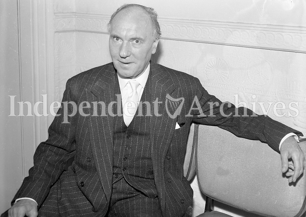 Sir Ralph Richardson at The Russell Hotel, St Stephen's Green, last night. 22/8/64. (Part of the Independent Newspapers Ireland/NLI Collection)