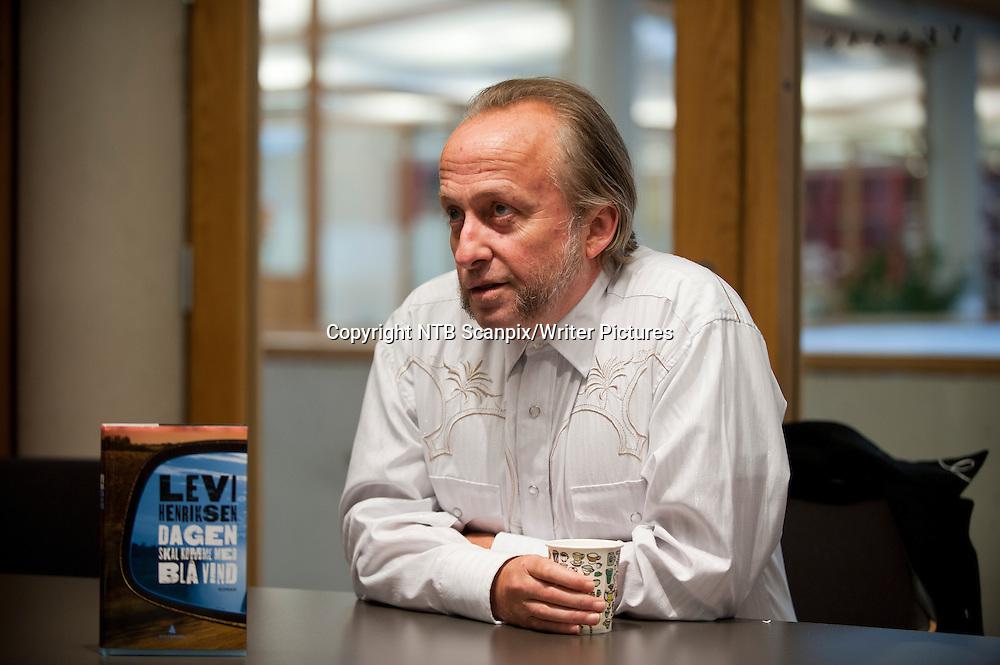 OSLO  20110920.<br /> Forfatter Levi Henriksen som er aktuell med  boken &acute;Dagen skal komme med bl&Acirc; vind&ordf;.  <br /> Foto: Robert McPherson / Scanpix<br /> <br /> NTB Scanpix/Writer Pictures<br /> <br /> WORLD RIGHTS, DIRECT SALES ONLY, NO AGENCY