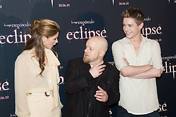 28.06.2010, Hotel Intercontinental, Madrid, ESP, Photocall, The Twilight Saga, im Bild Actress Ashley Green, actor Xavier Samuel and director David Slade pose at photocall of 'The Twilight Saga: Eclipse'. EXPA Pictures © 2010, PhotoCredit: EXPA/ AlterPhoto/ Cesar Cebolla  +++ Spain OUT +++ / SPORTIDA PHOTO AGENCY