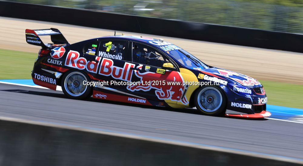 Jamie Whincup in action. V8 Supercars, Pukekohe, Auckland, New Zealand. Saturday, 07 November 2015. Copyright photo: John Cowpland / www.photosport.nz