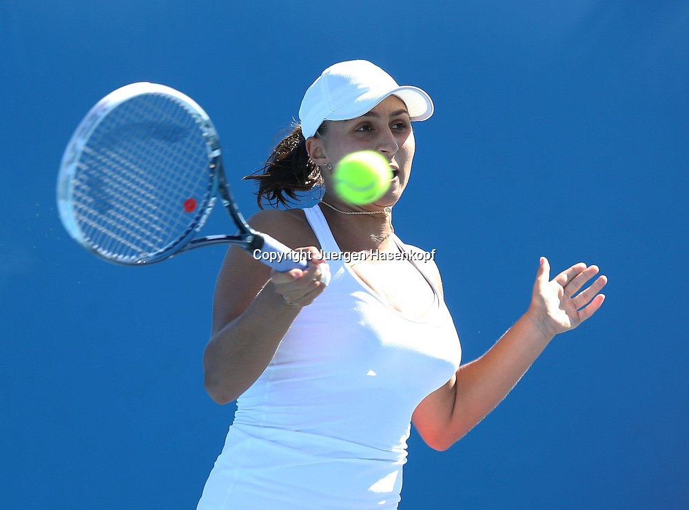 Australian Open 2013, Melbourne Park,ITF Grand Slam Tennis Tournament,.Tamira Paszek (AUT),Aktion,Einzelbild,Halbkoerper,Querformat,