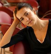 6-03-2006 Warszawa. Aktorka Kamilla Baar w foyer Teatru Wielkiego (Scena przy Wierzbowej). Fot. Piotr Gesicki.
