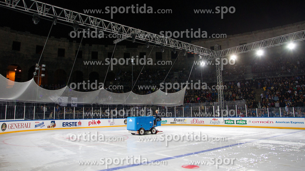 14.09.2012. Pula Arena, Pula, CRO, EBEL, KHL Medvescak Zagreb vs HDD Telemach Olimpija Ljubljana, 03. Runde, in picture Ice machine repairing damaged ice surface before the Erste Bank Icehockey League 3rd Round match between KHL Medvescak Zagreb and HDD Telemach Olimpija Ljubljana at the Pula Arena, Pula, Croatia on 2012/09/14. (Photo By Matic Klansek Velej / Sportida)