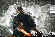 KAREN GWYER, NOCTURNE 3 :: ORCHESTRATE TO ELEVATE <br /> Musée d'art contemporain - Salle principale<br /> vendredi 29 mai, 21:30 - 03:00<br /> 35$ (+ fs & tx)<br /> Le post numérique se déchaîne avec des fractales d'instrumentation acoustique dans une soirée de saisissantes harmonies et de rythmes transportants. Les producteurs donnent libre cours à leur musicalité viscérale, du violoncelle et piano à la batterie, en demeurant dans les sphères de la composition radicale et de l'improvisation sublime.