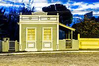 Casa colonial no Ribeirão da Ilha ao anoitecer. Florianópolis, Santa Catarina, Brasil. / Colonial architecture house at Ribeirao da Ilha district at evening. Florianopolis, Santa Catarina, Brazil.