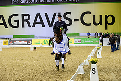 SCHMIDT Hubertus (GER), Imperio 3<br /> Oldenburg - AGRAVIS-Cup 2018<br /> Siegerehrung<br /> Grand Prix de Dressage<br /> 02. November 2018<br /> © www.sportfotos-lafrentz.de/Stefan Lafrentz