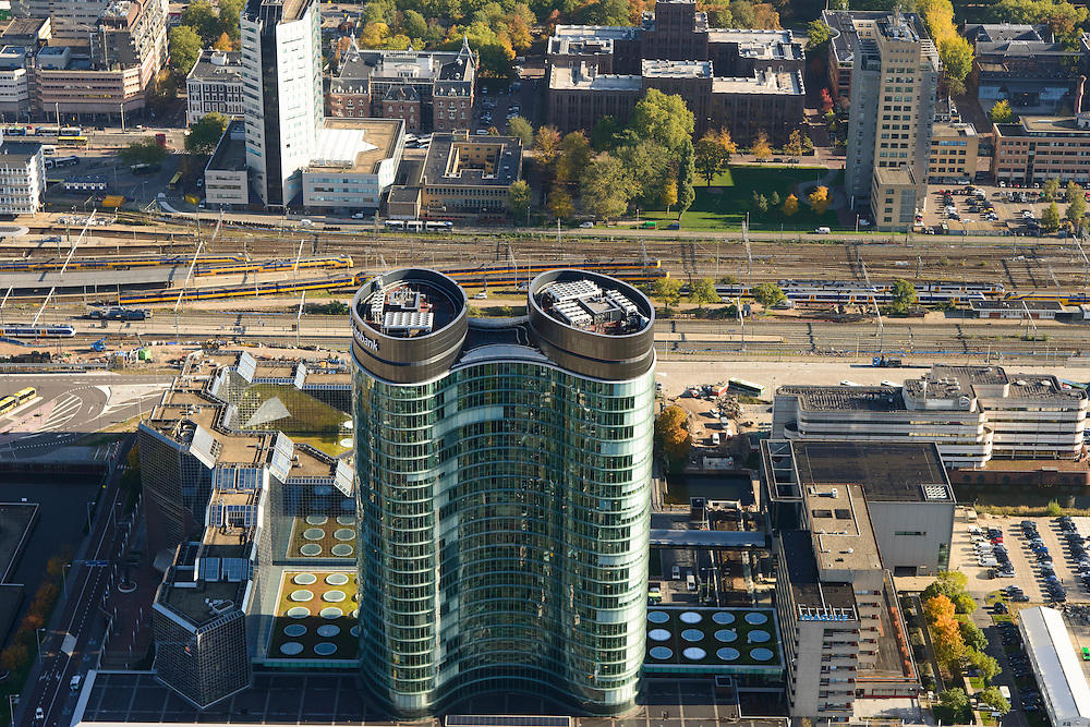 Nederland, Utrecht, Utrecht, 24-10-2013;<br /> Hoofdkantoor van de RABO-bank, de dubbele toren van groen glas, de Rabotoren (architect:  Rob Ligtvoet van Kraaijvanger Urbis), bijnaam de verrekijker bij het Centraal Station en Hoog Catherijne. Zicht op de Binnenstad.<br /> Headquarters of the Rabobank, the double tower of green glass, the Rabotoren (architect:  Rob Ligtvoet of Kraaijvanger Urbis), nicknamed the binoculars.  View on central station, shopping center Hoog Catharijne and town centre.<br /> luchtfoto (toeslag op standaard tarieven);<br /> aerial photo (additional fee required);<br /> copyright foto/photo Siebe Swart.