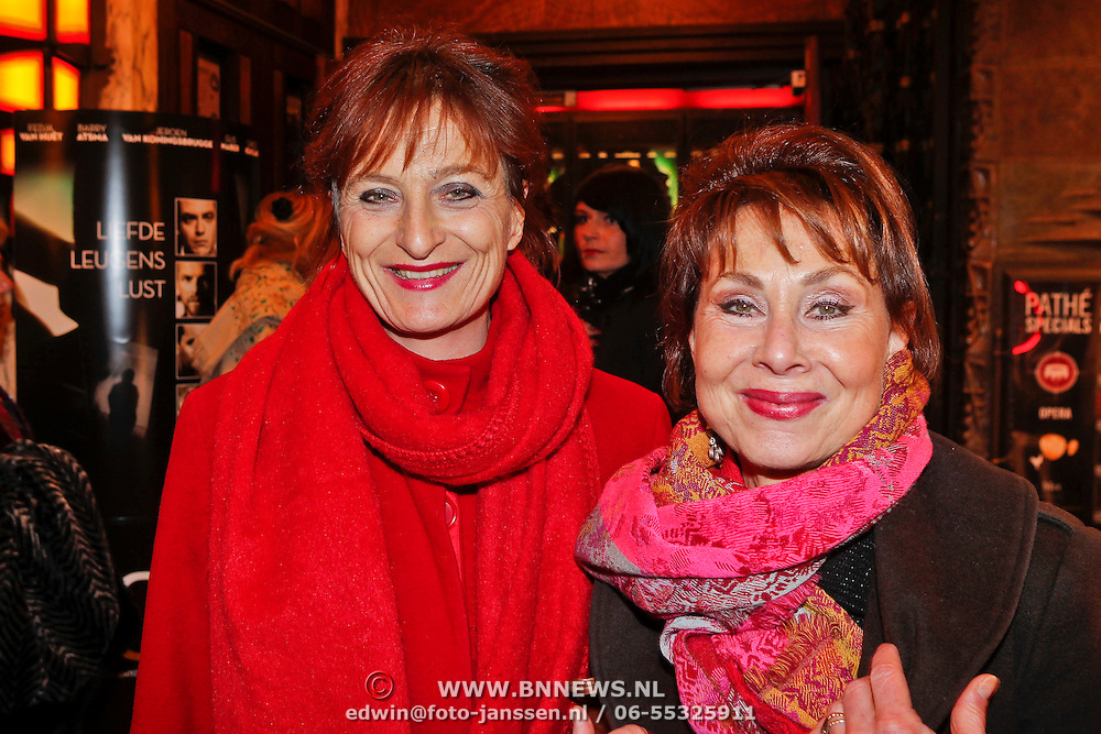 NLD/Amsterdam/20101214 - Inloop premiere LOFT,  Caroline van den Berg en ...............