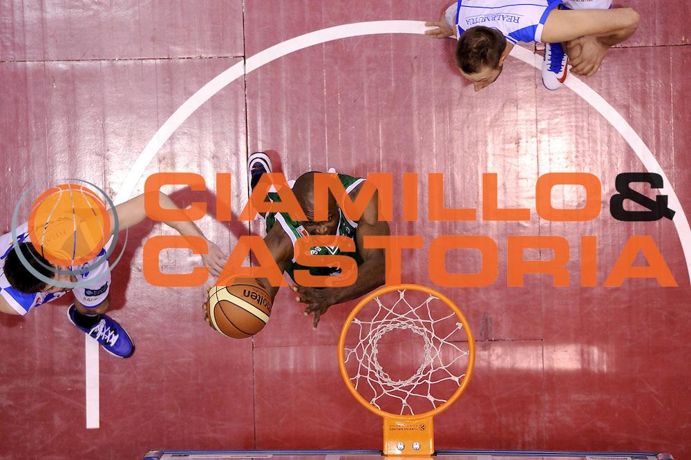 DESCRIZIONE : Milano Coppa Italia Final Eight 2013 Semifinale Banco di Sardegna Sassari Montepaschi Siena<br /> GIOCATORE : Benjamin Eze<br /> CATEGORIA : schiacciata special tiro<br /> SQUADRA : Montepaschi Siena Banco di Sardegna Sassari<br /> EVENTO : Beko Coppa Italia Final Eight 2013<br /> GARA : Banco di Sardegna Sassari Montepaschi Siena<br /> DATA : 09/02/2013<br /> SPORT : Pallacanestro<br /> AUTORE : Agenzia Ciamillo-Castoria/C.De Massis<br /> Galleria : Lega Basket Final Eight Coppa Italia 2013<br /> Fotonotizia : Milano Coppa Italia Final Eight 2013 Quarti di Finale Semifinale Banco di Sardegna Sassari Montepaschi Siena<br /> Predefinita :