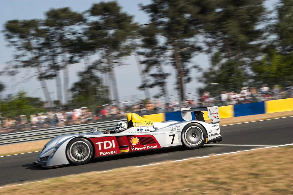 Action from the 2006 Le Mans 24 hrs