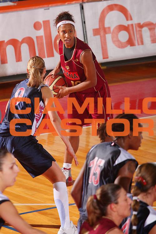 DESCRIZIONE : Schio Lega A1 Femminile 2007-08 Coppa Italia Finale Levoni Taranto Umana Venezia <br /> GIOCATORE : Andrade <br /> SQUADRA : Umana Venezia <br /> EVENTO : Campionato Lega A1 Femminile 2007-2008 <br /> GARA : Levoni Taranto Umana Venezia <br /> DATA : 16/03/2008 <br /> CATEGORIA : Passaggio <br /> SPORT : Pallacanestro <br /> AUTORE : Agenzia Ciamillo-Castoria/S.Silvestri