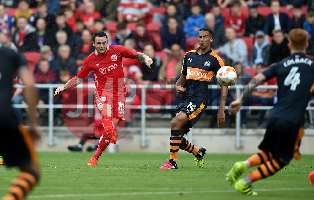 Lee Tomlin of Bristol City shoots  - Mandatory by-line: Joe Meredith/JMP - 20/08/2016 - FOOTBALL - Ashton Gate - Bristol, England - Bristol City v Newcastle United - Sky Bet Championship