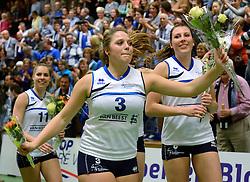 13-04-2013 VOLLEYBAL: SLIEDRECHT SPORT - SV DYNAMO APELDOORN: SLIEDRECHT<br /> Sliedrecht Sport pakt de eerste kans in eigen huis en is opnieuw Nederlands kampioen / Feest vreugde bij Sliedrecht Sport met oa. Esther van Berkel, Sterre van Doorn, Lynn Thijssen<br /> &copy;2013-FotoHoogendoorn.nl