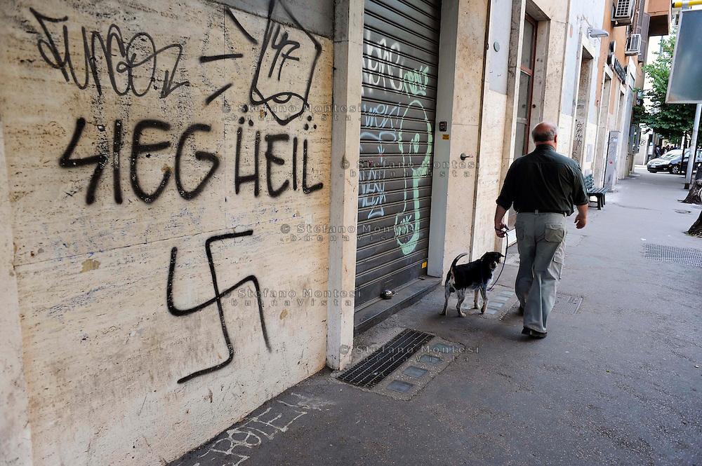 Roma Maggio 2009.Scritta Nazista in via Ostiense con la svastica.In writing via Ostiense with Nazi swastika