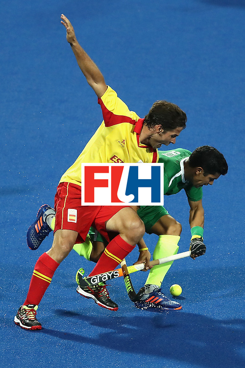 RIO DE JANEIRO, BRAZIL - AUGUST 06:  Pau Quemada #7 of Spain battles Stephane Smith #9 of Brazil for a loose ball during a Men's Pool A match between Brazil and Spain on Day 1 of the Rio 2016 Olympic Games at the Olympic Hockey Centre on August 6, 2016 in Rio de Janeiro, Brazil.  (Photo by Sean M. Haffey/Getty Images)