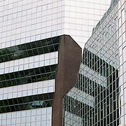 NLD/Utrecht/19911120 - Spiegelende buitenzijde hoofdkantoor Rabobank Nederland Croeselaan Utrecht