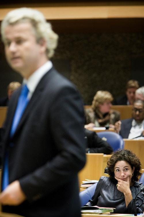 Nederland. Den Haag, 19 september 2007.<br /> Tweede dag algemene politieke beschouwingen in de tweede kamer.<br /> Femke Halsema, GroenLinks, luistert naar Geert Wilders, PVV.<br /> Foto Martijn Beekman <br /> NIET VOOR TROUW, AD, TELEGRAAF, NRC EN HET PAROOL