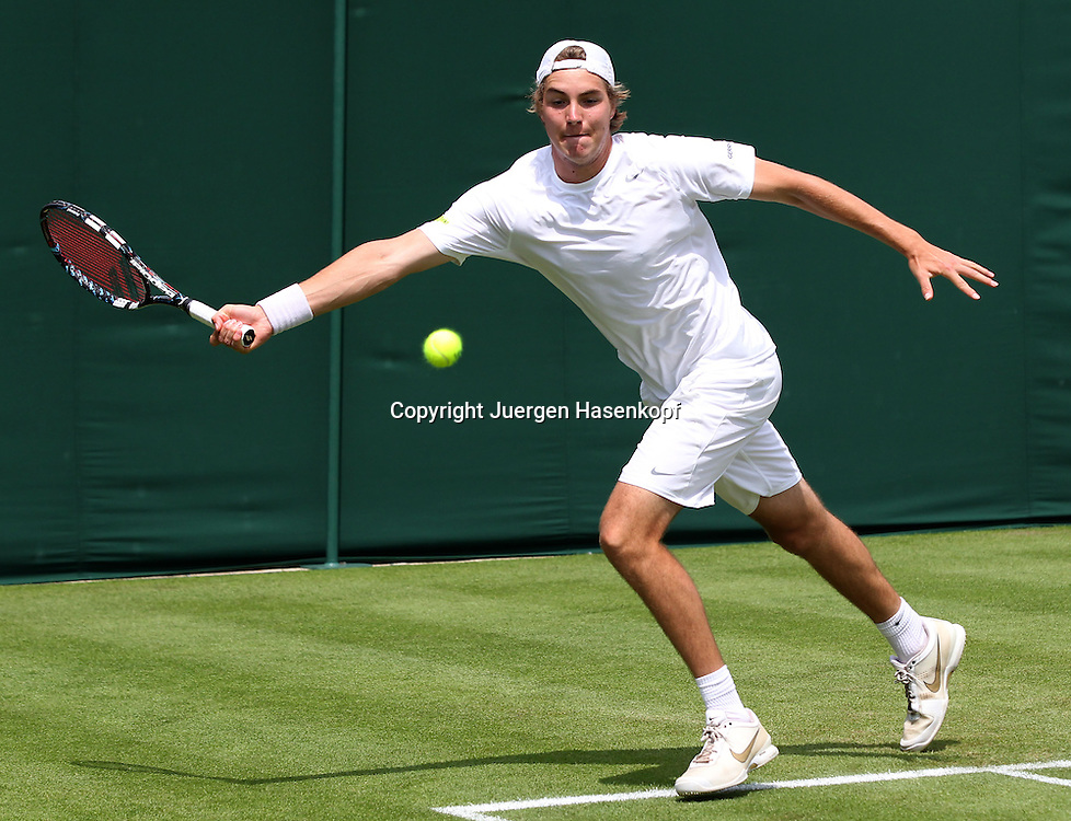 Wimbledon Championships 2013, AELTC,London,<br /> ITF Grand Slam Tennis Tournament,Jan-Lennard Struff(GER),Aktion,Einzelbild,Ganzkoerper,Querformat,