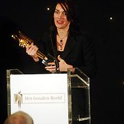 NLD/Bussum/20051212 - Uitreiking Gouden Beelden 2005, beeld voor beste actrice uit aan Monic Hendricxs