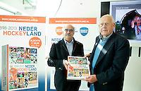 UTRECHT - Johan Wakkie met Wim Cornelis. Presentatie KNHB boek 115 jaar Nederland Hockeyland. FOTO KOEN SUYK