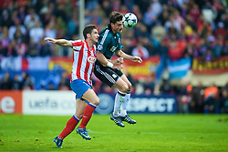MADRID, SPAIN - Wednesday, October 22, 2008: Liverpool's Albert Riera and Club Atletico de Madrid's Giourkas Seitaridis during the UEFA Champions League Group D match at the Vicente Calderon. (Photo by David Rawcliffe/Propaganda)