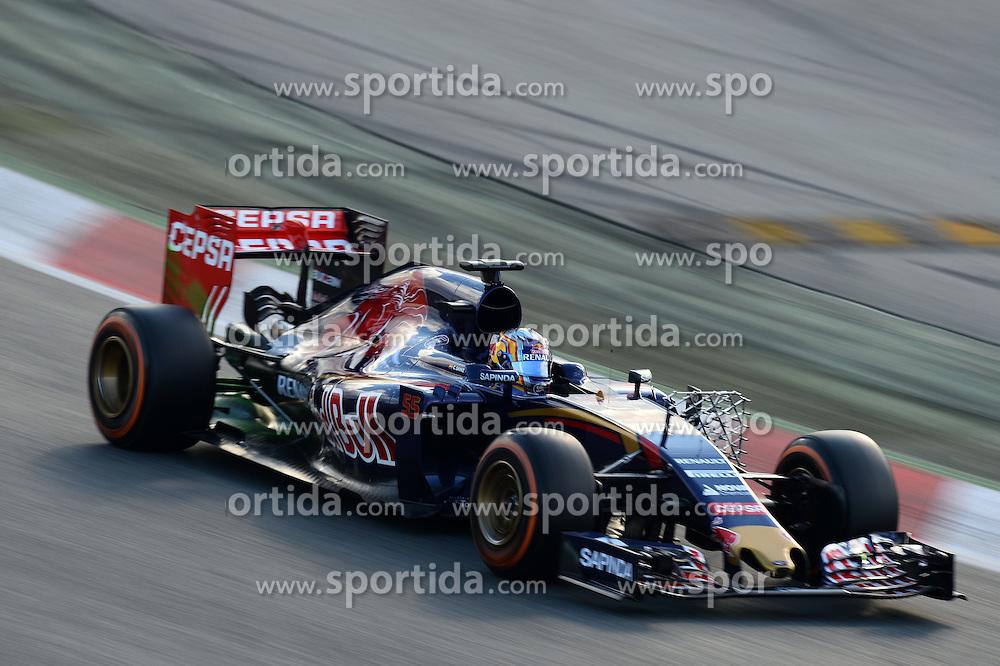 26.02.2015, Circuit de Catalunya, Barcelona, ESP, FIA, Formel 1, Testfahrten, Barcelona, Tag 1, im Bild Carlos Sainz jr (ESP) Scuderia Toro Rosso STR10 // during the Formula One Testdrives, day one at the Circuit de Catalunya in Barcelona, Spain on 2015/02/26. EXPA Pictures &copy; 2015, PhotoCredit: EXPA/ Sutton Images/ Patrik Lundin Images<br /> <br /> *****ATTENTION - for AUT, SLO, CRO, SRB, BIH, MAZ only*****