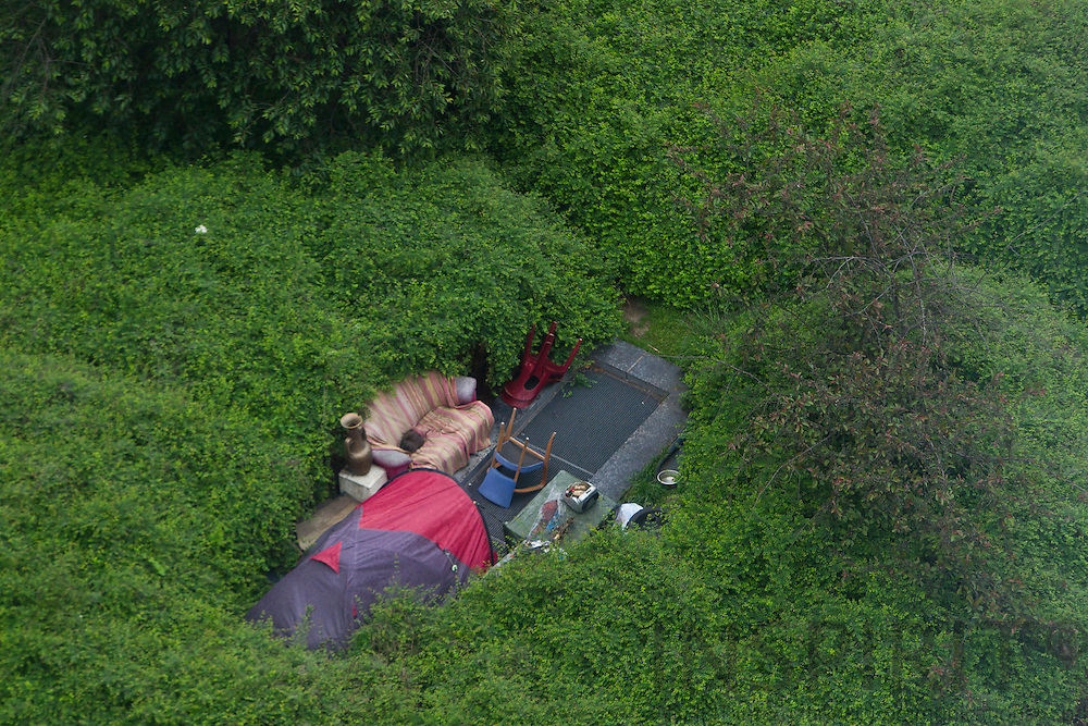 A homeless person have for several years lived in a tent with his dog in a small park between the European Parliament buildings in Brussels.MEPs and their assistants can follow his daily life from their office windows.  Photo: Erik Luntang / INSPIRIT Photo