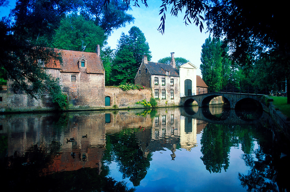 Bridge over the Minnewater leading to the Beguinage (Benedictine sisters convent), Brugge, Belgium