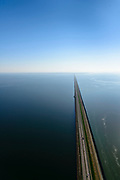 Nederland, Noord-Holland, Den Oever, 07-05-2018; Midden Afsluitdijk richting Vlietermonument.en Noord--Holland aan de verre horizon. Waddenzee rechts in beeld.<br /> Enclosure Dam with Monument. Waddenzee (left), Friesland on the distant horizon.<br /> <br /> luchtfoto (toeslag op standard tarieven);<br /> aerial photo (additional fee required);<br /> copyright foto/photo Siebe Swart
