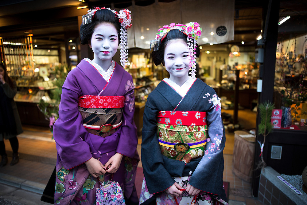 KYOTO , JAPAN - JANUARY 10 : A maiko dress in Kimono posed for photograph in the street of Kiyomizu-dera, Kyoto prefecture, Japan on Sunday, January 10, 2016.  Photo: Richard Atrero de Guzman