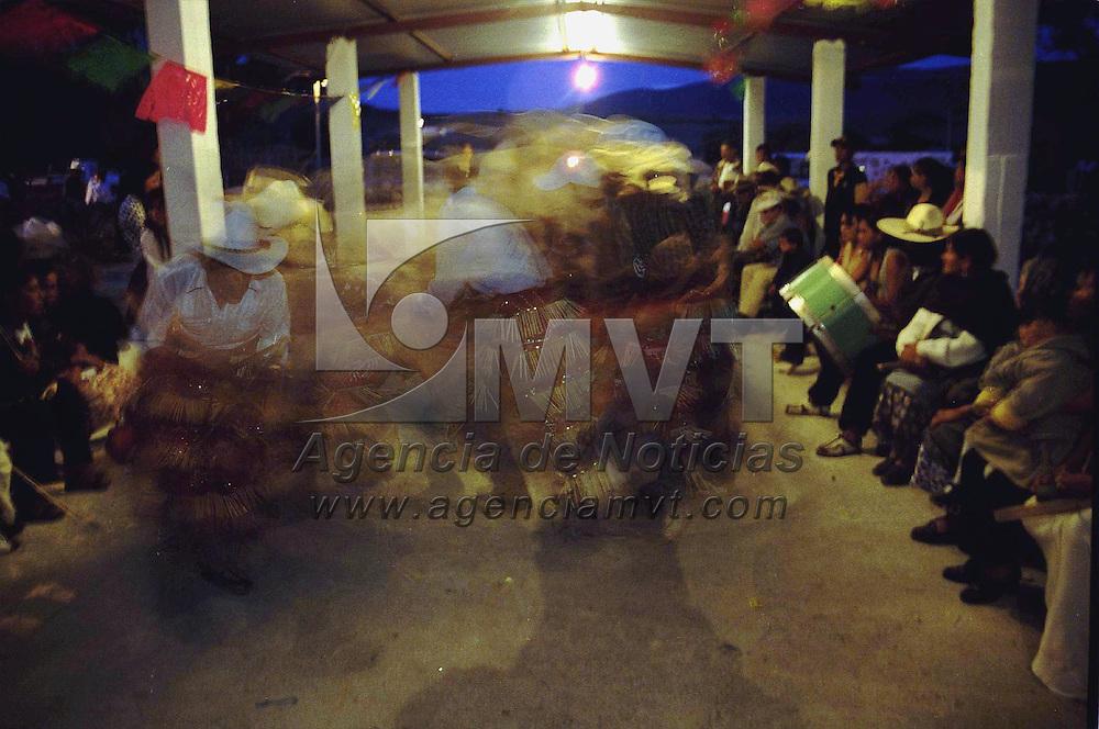 Zacatecas, Zac.- Bailes y festejos al santo patron en la comunidad de San Antonio de las Huertas Zacatecas. Agencia MVT / Marco A. Castro. (DIGITAL)<br /> <br /> NO ARCHIVAR - NO ARCHIVE