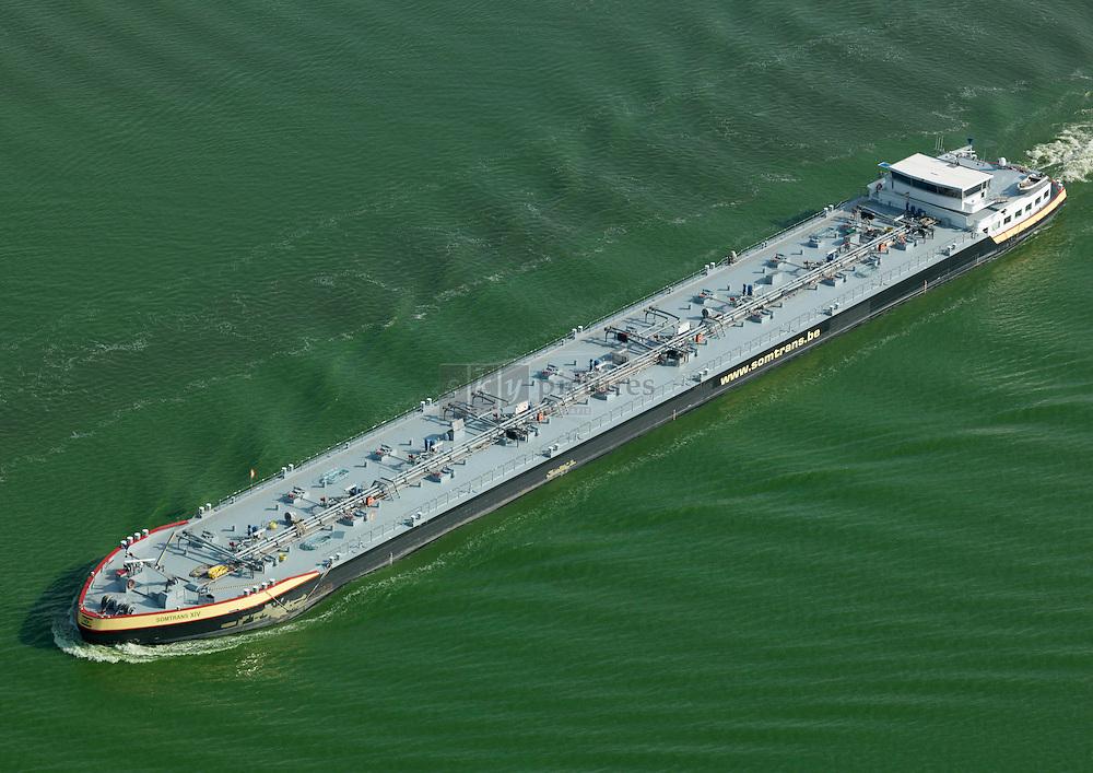 Tanker Somtrans 14 op het Schelde-Rijn kanaal