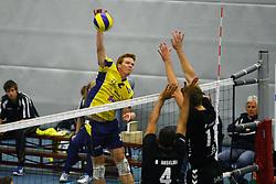 14-10-2012 VOLLEYBAL: EREDIVISIE TILBURG STV - ZAANSTAD : TILBURG<br /> Hidde Uittenbosch, Zaanstad valt aan.<br /> ©2012-FotoHoogendoorn.nl / Pim Waslander